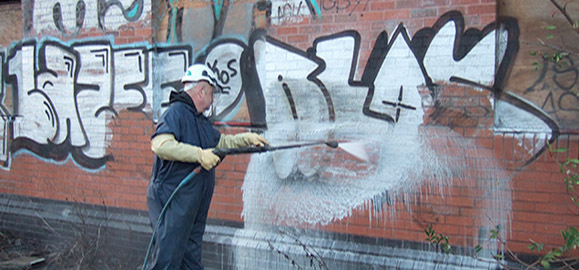 grafitti removal from stonework